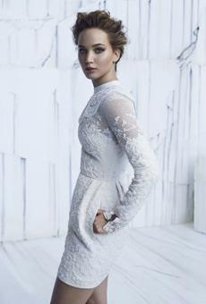 劳伦斯化身雪白女王