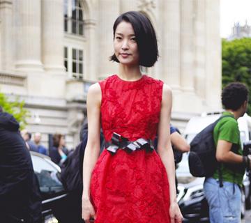 红色刺绣连衣裙 气质出众东方美