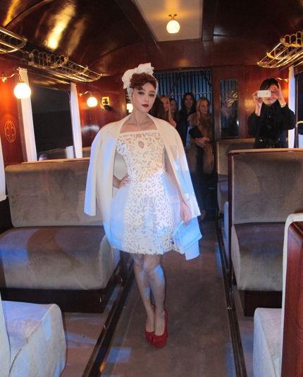 范冰冰亮相巴黎时装周