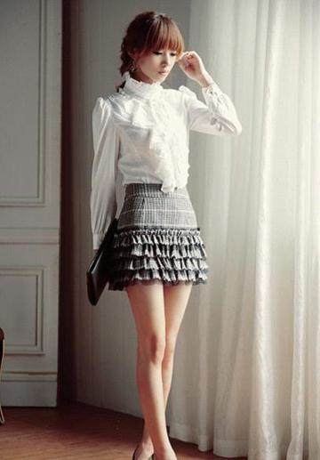 减龄又扮嫩的包臀裙 秀出美腿