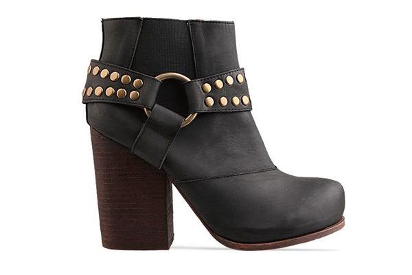 经典元素组合 呈现超高坡跟鞋