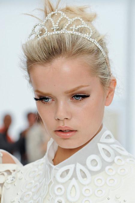 Louis Vuitton 2012春夏芭比娃娃灵动妆容