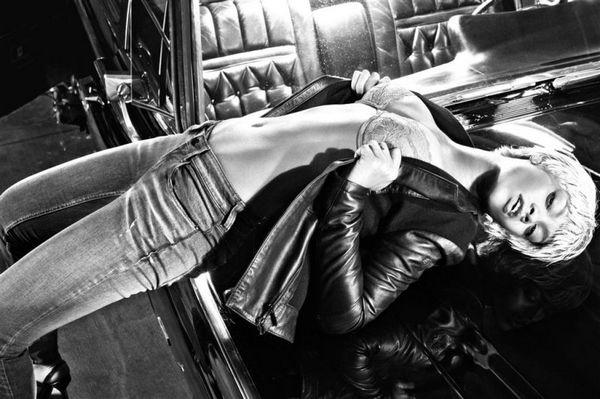 Rihanna演绎 Emporio Armani 2011秋冬内衣广告大片