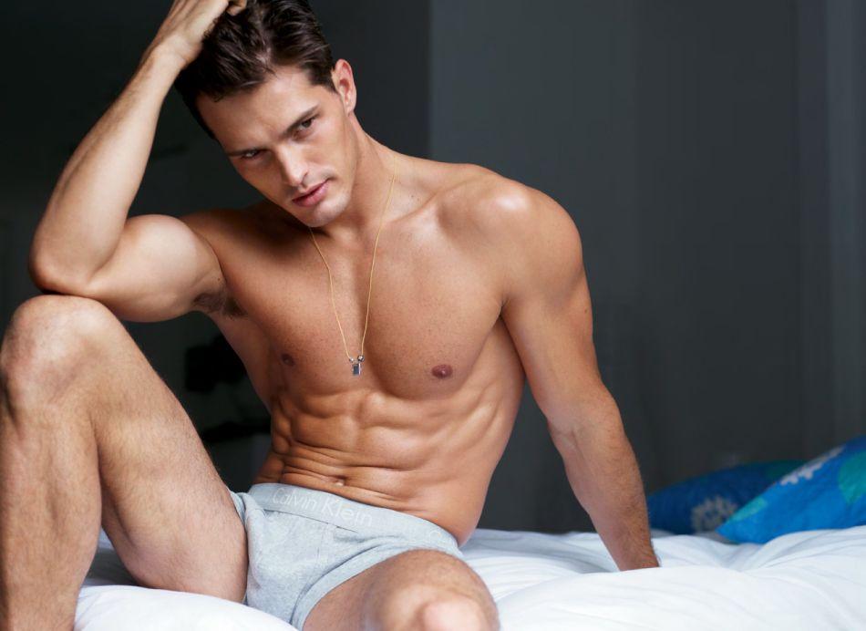性感无边肌肉男 巴西男模代言大片