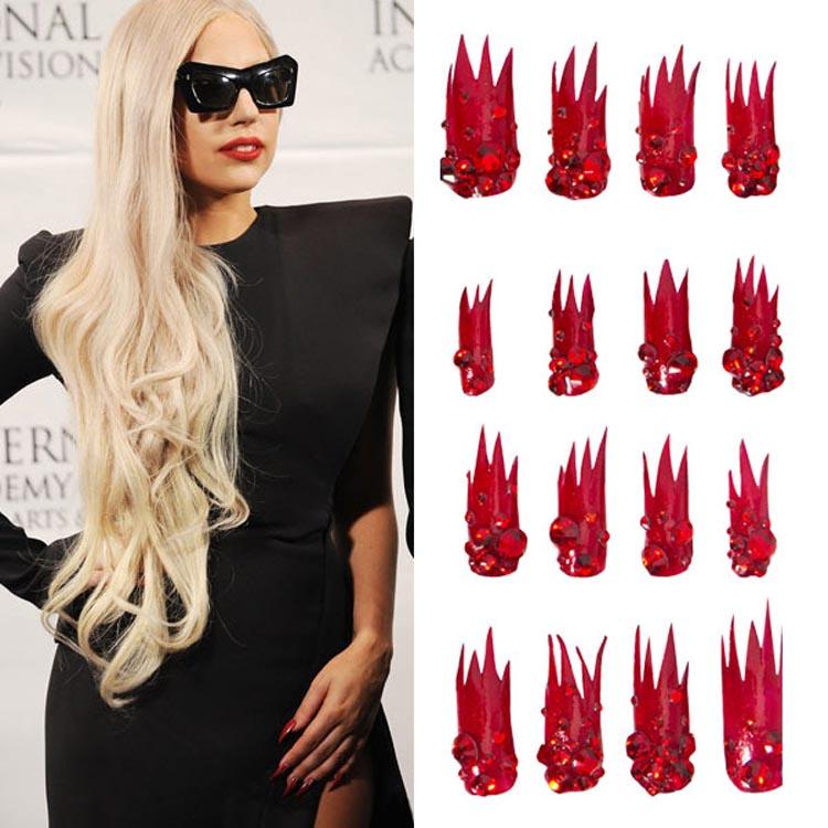 Lady Gaga假日火焰美甲