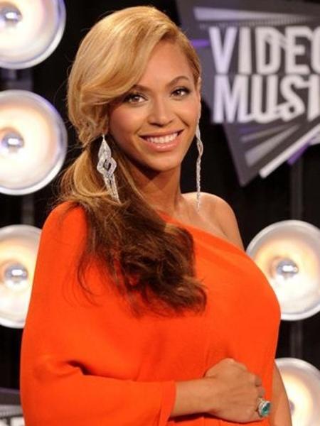 性感女神Beyonce 精致浓妆