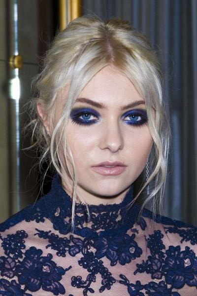 Taylor Momsen优雅蓝色烟熏 出席纽约时装周