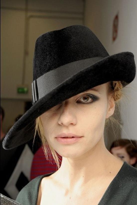 神秘礼帽 银白月牙迷魅双眸