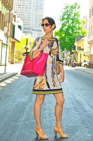穿好一件式连衣裙 简单又时尚