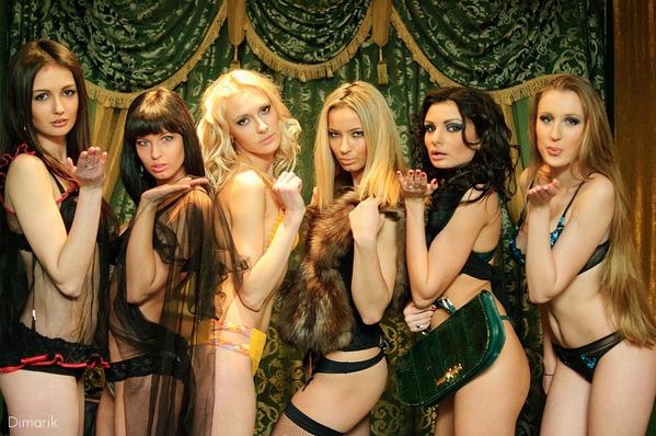 探秘白俄罗斯赌场 时尚美女大胆穿着成亮点