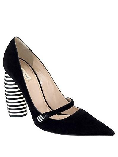 动物纹+尖头薄跟鞋履 时尚新体验