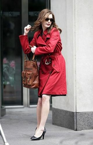 安妮买包不手软 征战时尚圈