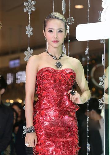 蔡依林佩戴施华洛世奇珠宝 时尚点睛物 高清图片