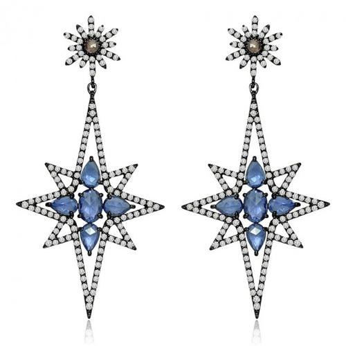 珠宝设计师将它们作为灵感源,制作出的珠宝别有一番风格,为圣诞节增添