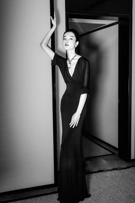 7/7   模特杜鹃登香港版杂志期刊封面,佩戴珠宝惊艳演绎大片,由时尚