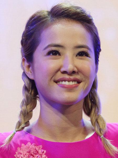 蔡依林杨丞琳红毯发型扮嫩减龄