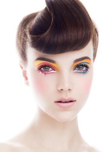 植村秀水眼线笔妆容图片