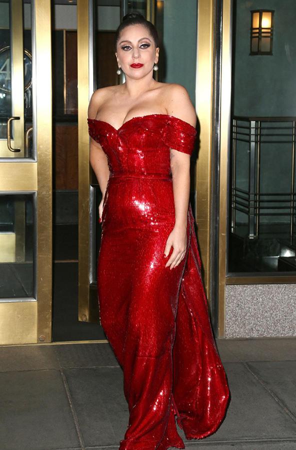 华丽又应景 年底红装女神
