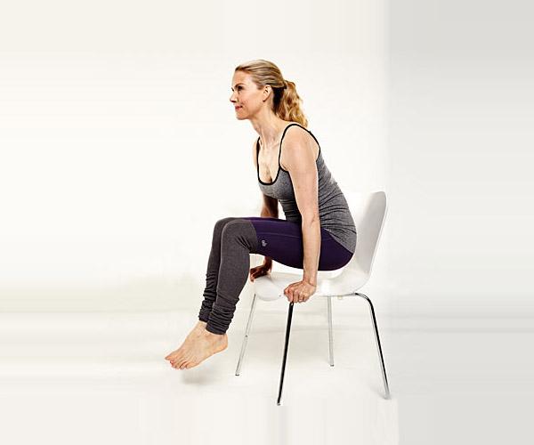 办公桌前可以完成的5个瑜伽动作