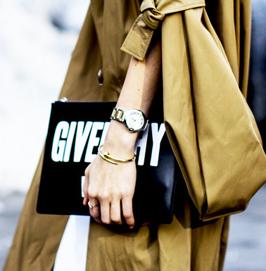 时髦的女人出门只拿手包!