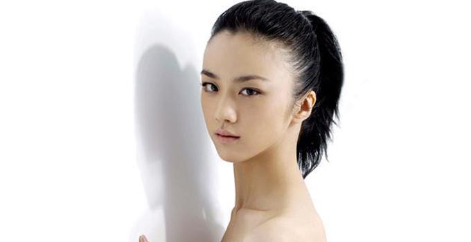 """汤唯说:""""上海女人习惯穿旗袍,为了演出时行走自如,我每天穿旗袍"""