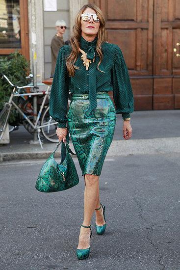 绿色蛇纹美女出街