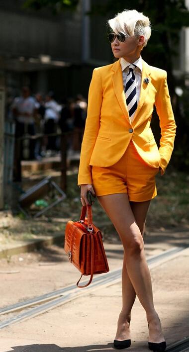 亮色女款西装 干练有型
