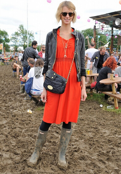 凹造型利器 雨靴成就时尚