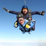 百岁老人庆生 3900米高空跳伞