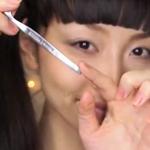 菇凉自备勺子画出完美眼线
