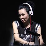 张曼玉做歌手还不够 下一站变DJ