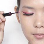 眼妆新玩法 彩色眼线更俏皮