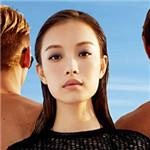 倪妮阳光沙滩展现白皙肌肤