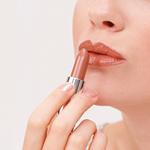 唇膏质地大不同 你最适合哪一种?
