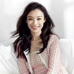 倪妮再登封面 ELLE演绎纯真