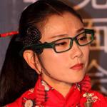 """杨丽萍龙纹裙""""红线圈""""耳环亮相"""